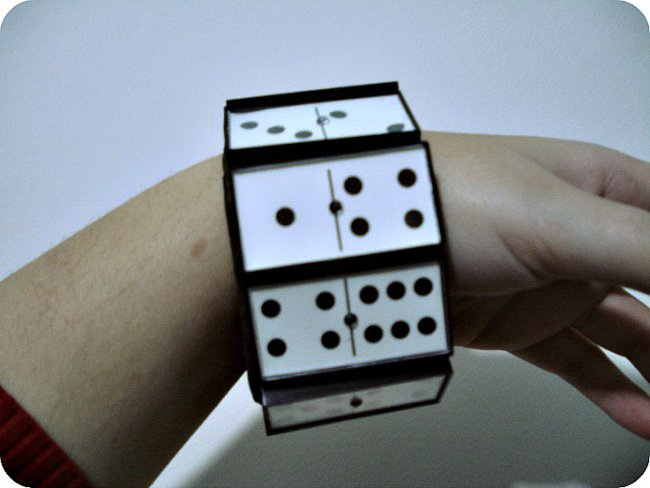 diy domino bracelet diy domino bracelet super easy how to make a bracelet recycle domino peaces kisch style fashion blogger blog