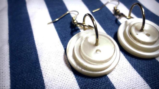 button earrings, diy button earrings, super easy diy earrings, diy earrings