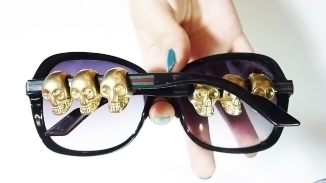 DIY sunglasses with skulls
