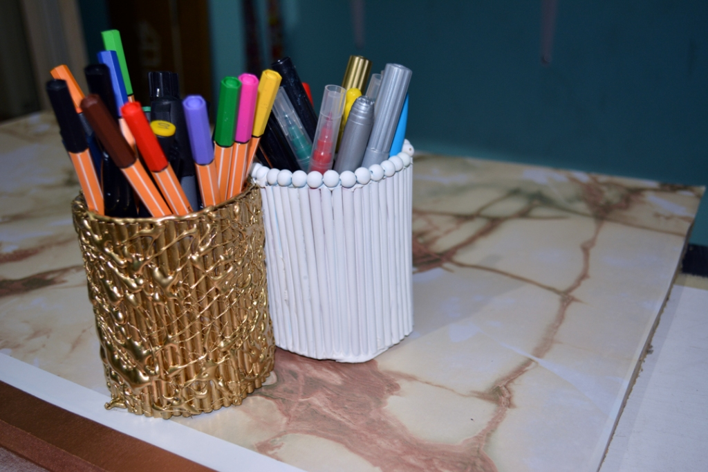 DIY pencil holder with straws